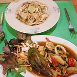Seafood and pad thai