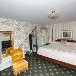 Eyebrow Room bedroom
