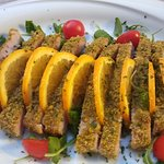 Tuna with pistachios and orange