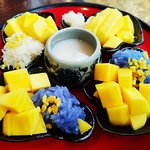 Mango sticky rice must try. Great food and environment.