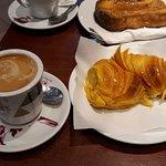 torrija y croissant