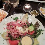 Salade geitenkaas en suggestie konijn