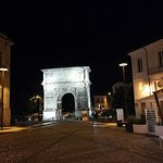 Arco di Traiano (114 d. C.) Foto