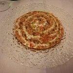 Risotto al pomodoro con gamberi mantecato al burro aromatizzato al basilico