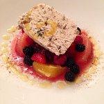 """Nougat glacé """"Maison"""", basilic et menthe poivrée, fruits et pamplemousses confits. Agrumes frais"""