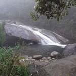 Cachoeira em dia chuvoso