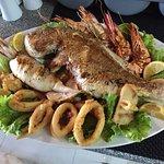 Onze heerlijke gevarieerde visschotel! / Our delicious fish plate!