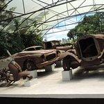En la hacienda podrás ver algunos de los vehículos que usó Pablo Escobar.