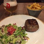 Filet mignon with green salad and fries