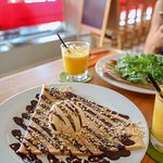 Crepe snickers