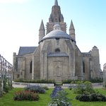 ND de Calais vue du jardin Tudor