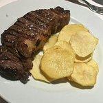 Comida y servicio calidad, bien cocinada. Buen local. Menús de 18 euros. Lo recomiendo!