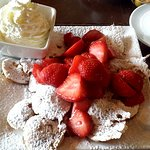 20 hot, fresh poffertjes with butter, cream and strawberries!