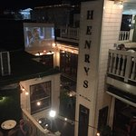 Henry's Bar and Restaurantの写真