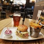 Gourmet Burger + Tennent's lager beer = 10£