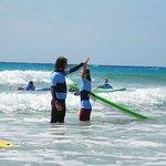 Du willst das Surfen lernen oder ausprobieren? Dann ist der Anfänger Surfkurs für Dich perfekt.