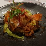 Large spicy prawns with avocado and brown shrimp (starter)