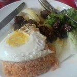 bœuf loc-lac, riz rouge et œuf a cheval