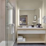 King Kitchenette Bathroom