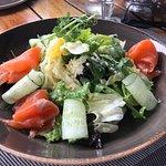 Салат с фенхелем и малосольной семгой