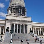 صورة فوتوغرافية لـ El Capitolio