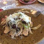 Домашняя паста с курицей, сыром и помидорами - так же очень нежное и сытное блюдо)