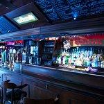 bar principal à l'entrée du bar