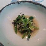 Sepia con judías verdes y algas