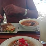 Ceviche y cazuela de mariscos.