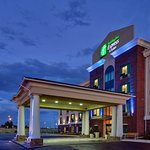 ‪Holiday Inn Express and Suites Medicine Hat‬