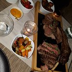 Tomahawk with hot Vegetables and roasted potatoes