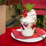 Das allseits beliebte Frozen Yogurt ergänzt unser Angebot perfekt