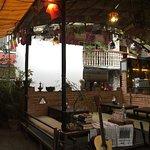 Photo de Kausi Dreamers Terrace Cafe