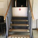 Fantastisk trappa som blir en rullstolslift på någon minut
