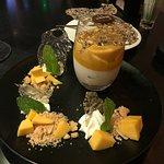 Foto de Indulge Fusion Food & Cocktail Bar