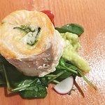 Salmone in Sfoglia di Legno e Gin su Guacamole ..