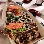 Comida japonesa a noite perfeita e chega rapidinho na mesa