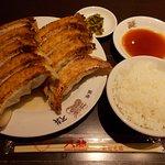 餃子とライス小(1,200円)です。