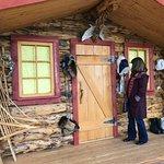 Casitas hechas de madera muestran cómo vivían los nativos.