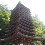 木造建築で世界最古と言われる鮮やかな十三重塔。大迫力!!