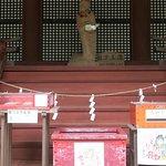 中央上の像は鏡女王(かがみのおおきみ)の像で、藤原鎌足の妻です。恋神社で信仰されてるものです。