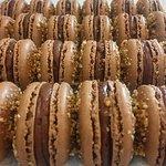 Crisp & chewy hazelnut praline shell, with a milk chocolate & hazelnut praline ganache centre.