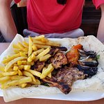 Grilled chicken with tomato, onion, yogurt and fries