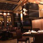 صورة فوتوغرافية لـ Grand Lux Cafe