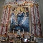 een van de schilderijen in de kerk