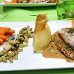 Ballotine de Poulet Farcies sauce aux Morilles et ses légumes !