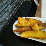 Batatas fritas com ervas aromáticas