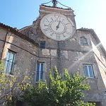 l'esterno con la torre dell'orologio