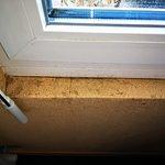 Chambre propre, mais: Bord de fenêtre peu engageant...
