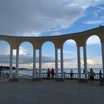 Набережную очень украшают Ротонды, построенные к 2500-летию города